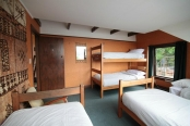 manor-house-backpackers-bunks2